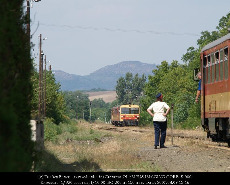 Budapesti sebesvonat érkezik Acsa-Erdõkürtre fotó