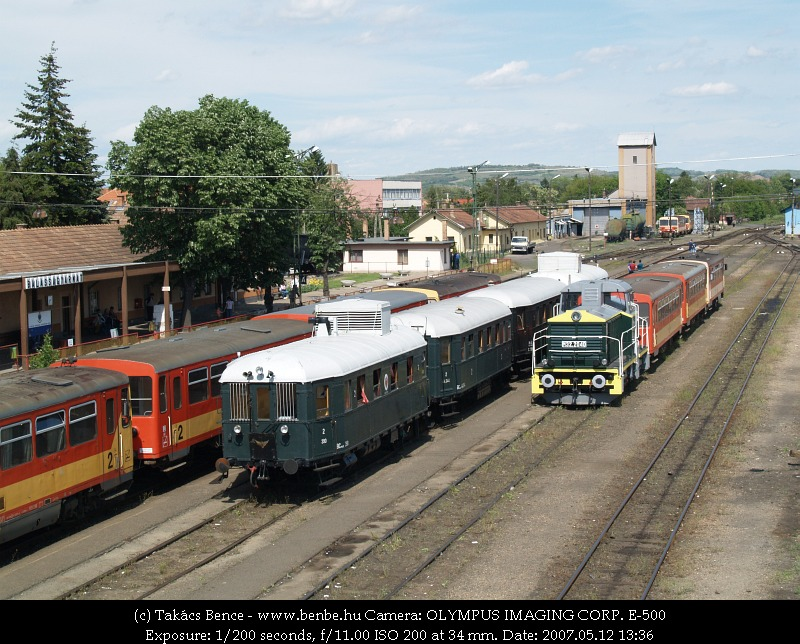 Our BCmot train at Balassagyarmat (and M32 2040) photo