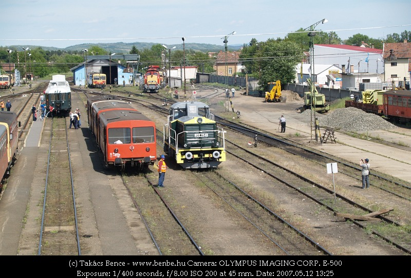 Our BCmot train at Balassagyarmat (with M32 2040 and Bzmot 181) photo