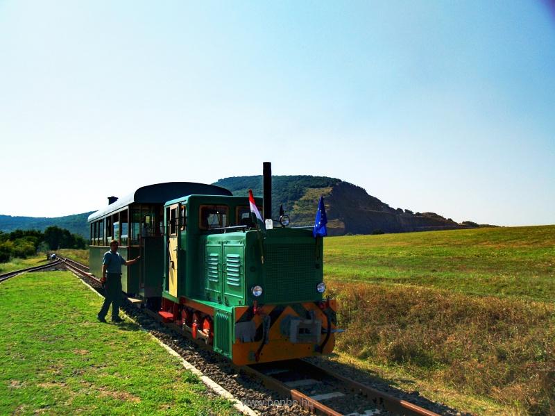 A Szobi GV (vagy, hivatalosan) Börzsöny Kisvasút D04-601 pályaszámú mozdonya Márianosztra állomáson. fotó