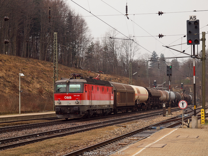 The ÖBB 1144 284 is hauling a freight train at Rekawinkel photo