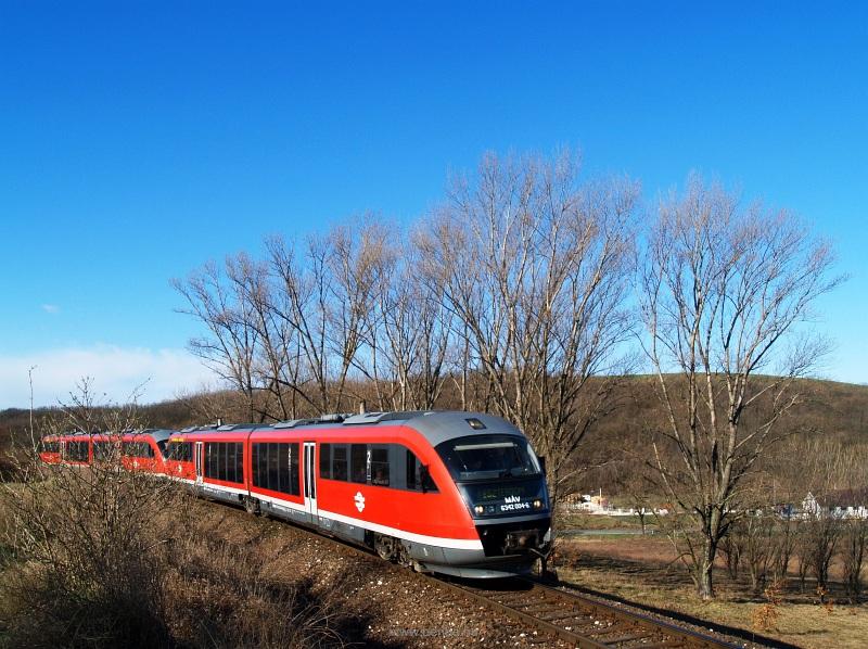 A M�V-START 6342 004-6 p�lyasz�m� Desiro motorvonata Pilisj�szfalu �s Piliscs�v k�z�tt fot�