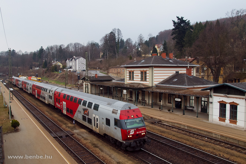 The ÖBB 86-33 029-8 Wiesel driving trailer is passing through Rekawinkel station photo