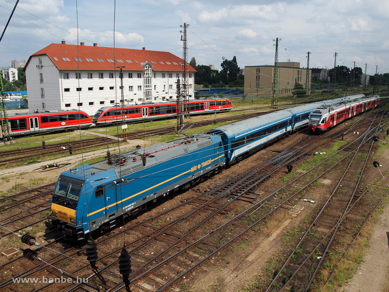 A MÁV 480 001-es TRAXX mozd fotó