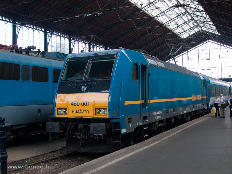 A MÁV 480 001-es TRAXX mozdonya (alias a Kék Tégla) végre elkezdte forda szerinti vonattovábbítási feladatait fotó