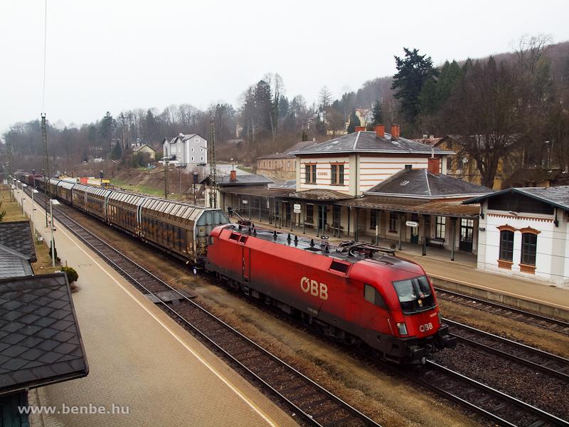 Az ÖBB 1116 002-5 pályaszámú Taurusa egy Bécs felé közlekedő tehervonattal Rekawinkelben fotó