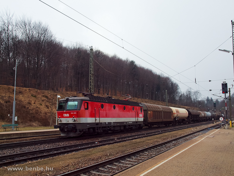 The ÖBB 1144 284 at Rekawinkel photo