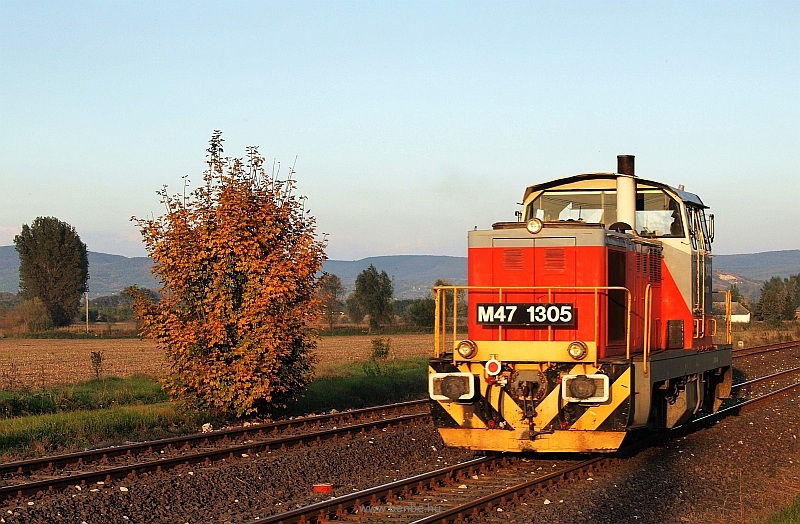 The M47 1305 is leaving Tokod station alone on its way to Dorog, over the triangle photo