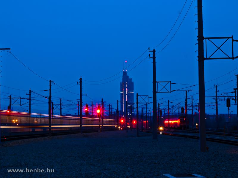 Éjszaka Wien Pratersternben fotó