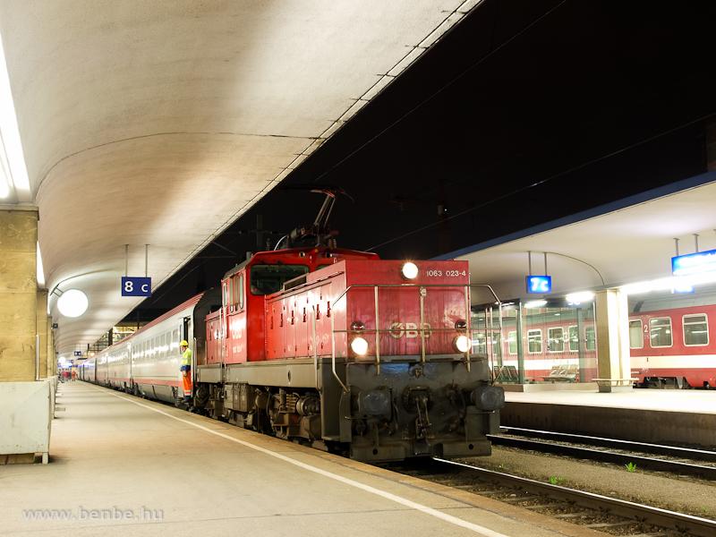 The ÖBB 1063 023-4 at Wien Westbahnhof photo