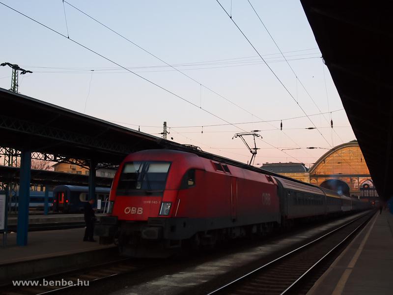 Az ÖBB 1116 042-1 a Dacia gyorsvonattal Budapest-Keleti pályaudvaron fotó