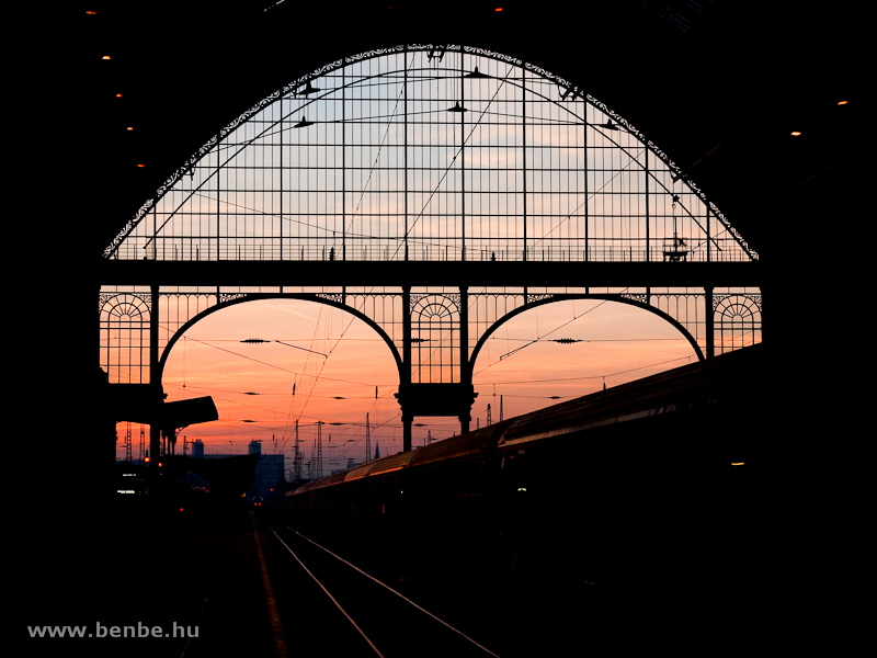 Sunrise at Budapest-Keleti photo