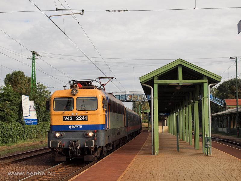 A MÁV-Trakció V43 2241 pály fotó