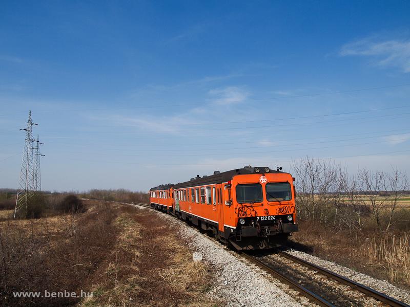 A HŽ 7 122 024 Kaproncára érkezik Varasd felől fotó