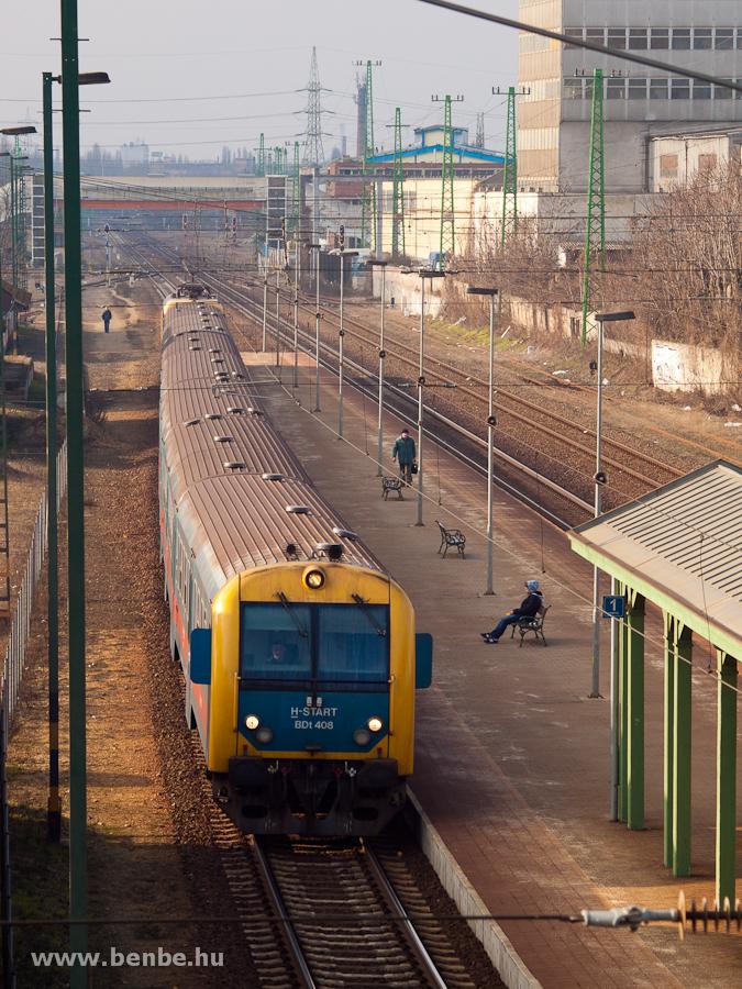 BDt 408 Pestszentlőrincen egy zónázó vonattal fotó