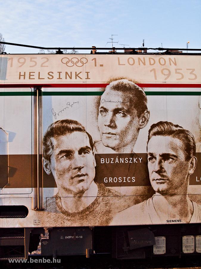 Buzánszky és Grosics, az Aranycsapat még élő tagjainak aláírásai a 470 010 pályaszámú Tauruson fotó