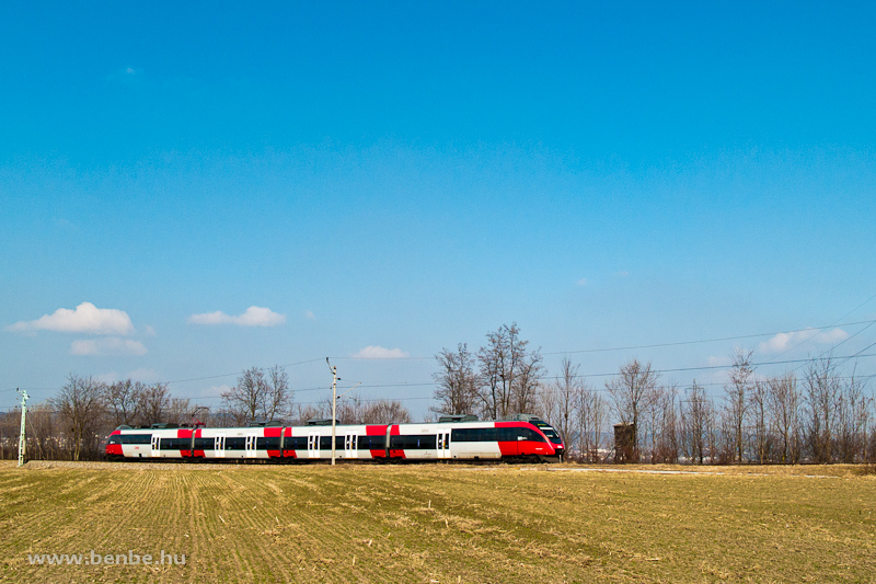 An ÖBB 4124 Talent multiple unit between Müllendorf and Wulkaprodersdorf on the GYSEV line photo