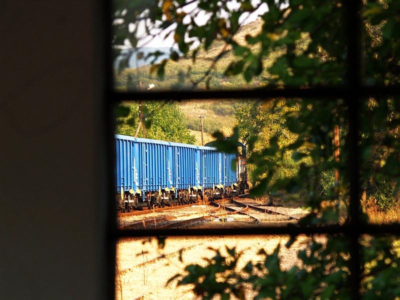 A Bobó kft. mozdonya üres kővonatot húz Verpelét állomáson fotó