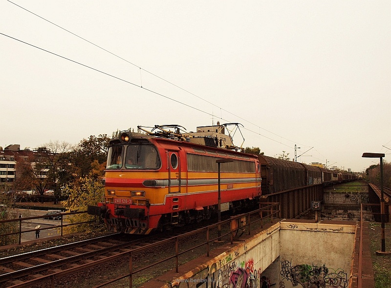A RailCargoHungaria operated freight train with the rented ŽSSKC 240 126-3 at Zugló stop photo