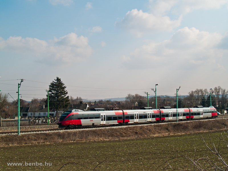 Egy 4124-es Talent indul Ebenfurth-on át Bécsbe Vulkapordányból (Wulkaprodersdorf, Ausztria) fotó