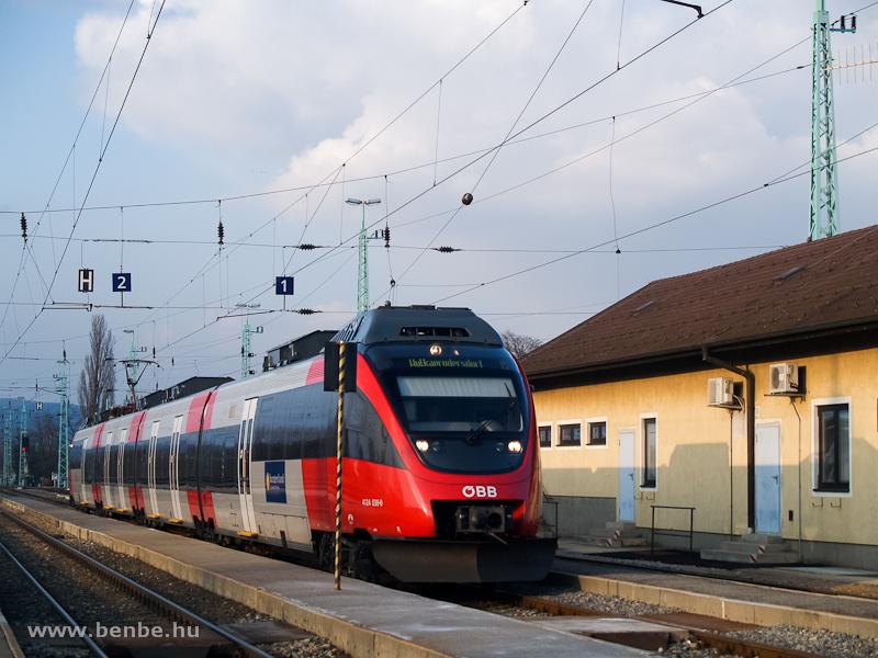 Az ÖBB 4124 030-0 pályaszámú Talent motorvonata érkezett Vulkapordány állomásra (Wulkaprodersdorf, Ausztria) fotó