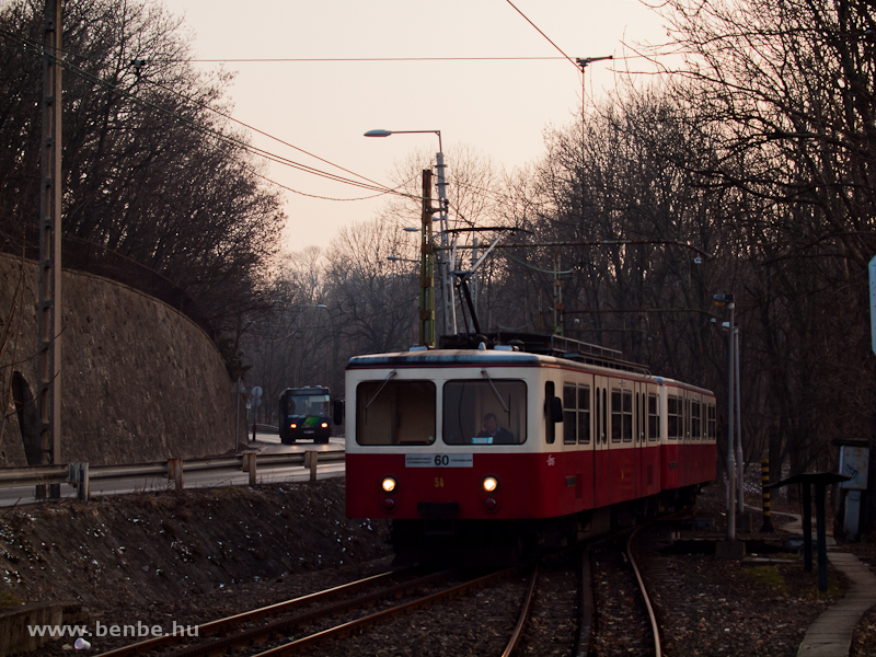 A budapesti fogaskerekű vasút 54-es motorkocsija Gyöngyvirág út állomáson fotó