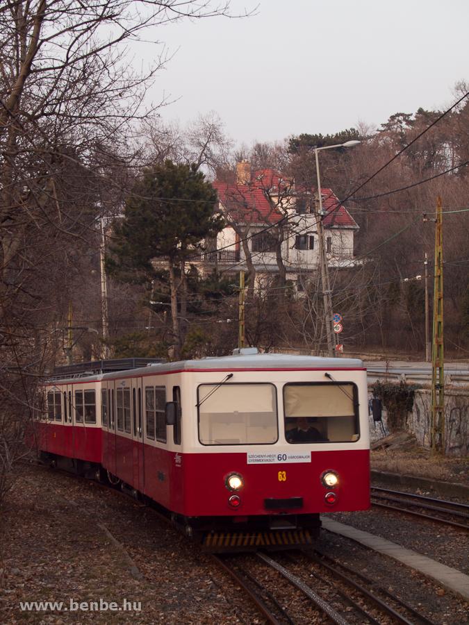 A budapesti fogaskerekű vasút 63-as vezérlőkocsija Gyöngyvirág út állomáson fotó