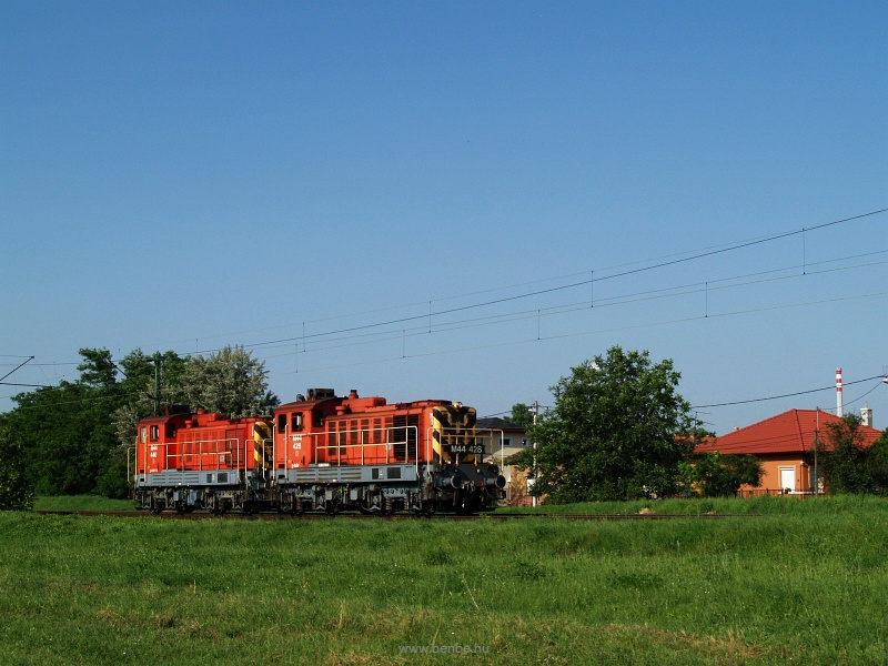 The MÁV M44 428 and M44 440 at Káposztásmegyer photo