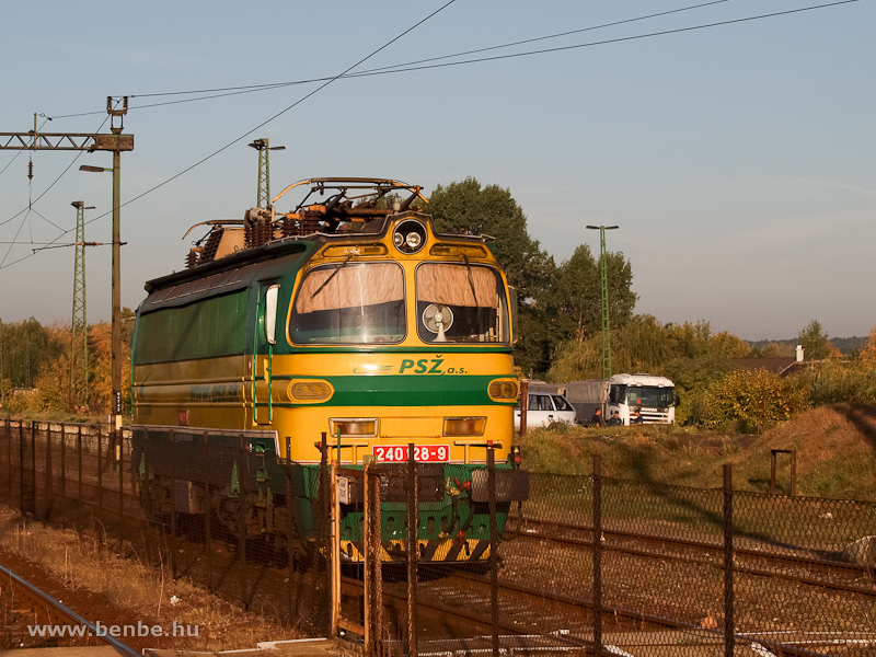 A PSŽ magánvasút 240 128-9 pályaszámú Laminátkája Herceghalom állomáson fotó