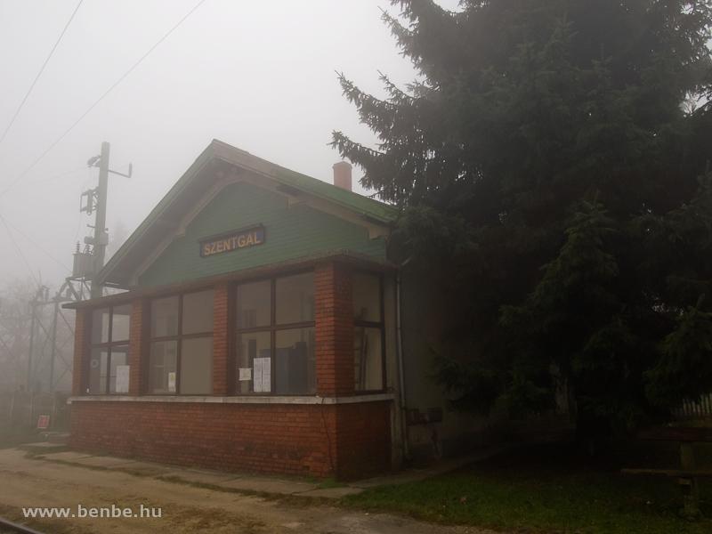 Szentgál csöpp felvételi épülete fotó