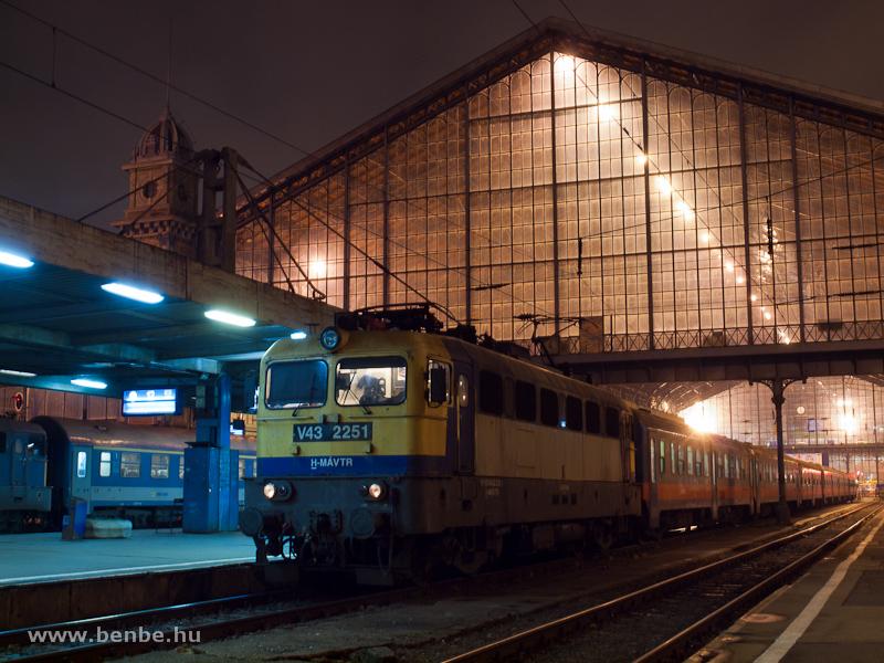 The V43 2251 at Budapest-Nyugati photo