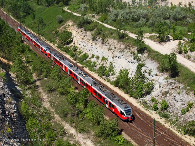 Az 5341 018-9 pályaszámú FLIRT Alsógalla és Szárliget között fotó