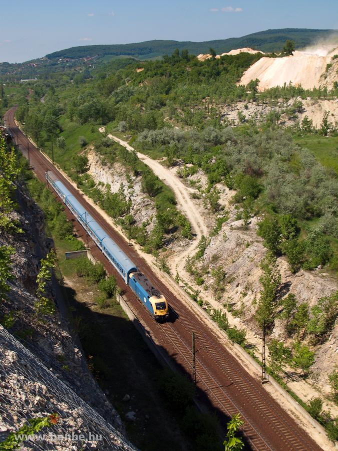 MÁV Teknő valószínűleg futópróbás vonattal Alsógalla és Szárliget között fotó