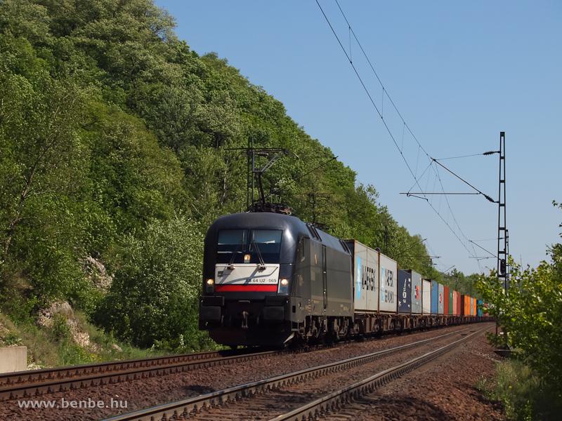 ES 64 U2 069 egy tehervonattal Szárliget és Alsógalla között fotó