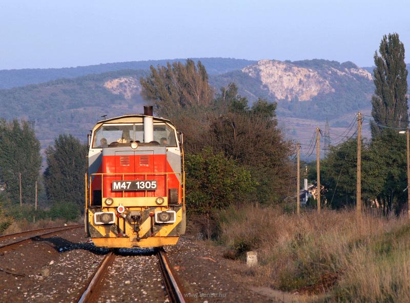 A MÁV-TR M47 1305 pályaszám fotó
