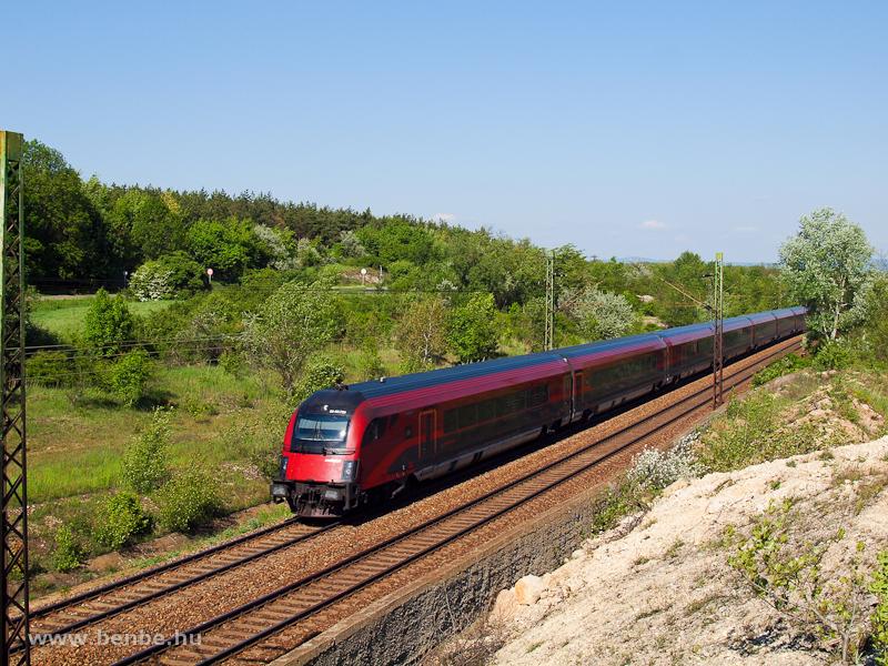 Egy  railjet  Bicske és Szár között fotó