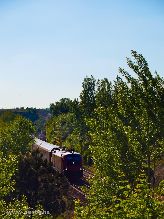 Egy  railjet  Szár és Bicske között fotó