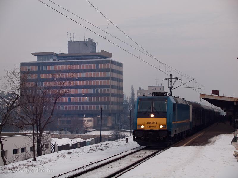 A 480 011-es TRAXX/Kéktégla Kör-IC-vel Zuglóban fotó