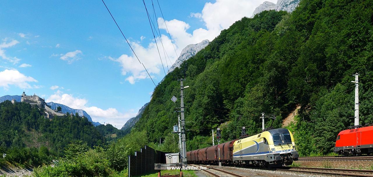 Az osztrák Cargoserv magánvasút (a VoestAlpine kohászati cég logisztikai cége) ES 64 U2 - 081 pályaszámú Taurus-mozdonya a Giselabahnon Werfennél fotó