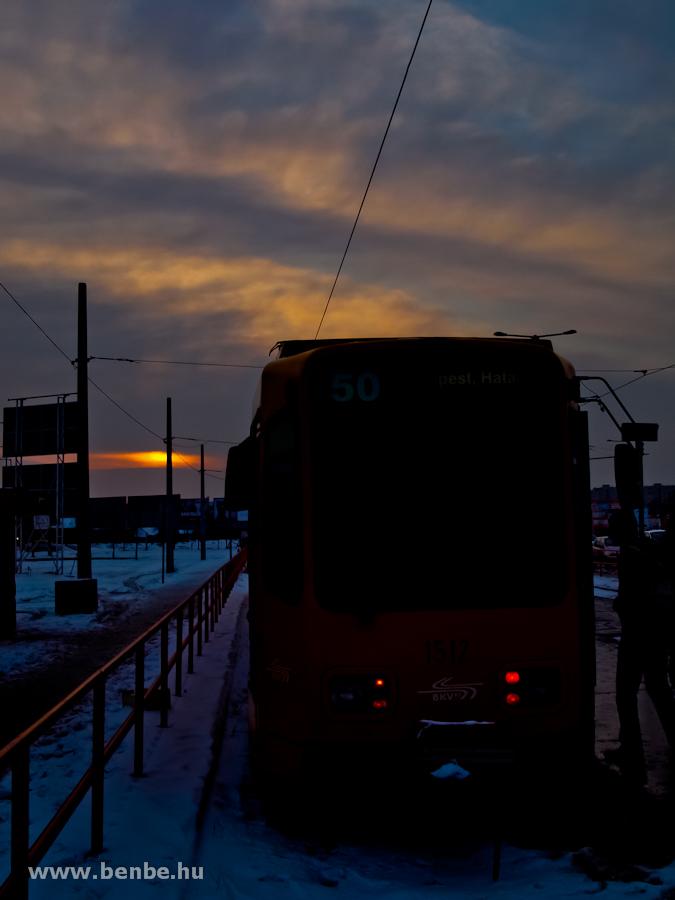 Az 50-es villamos a napkeltében – ezzel járok dolgozni fotó