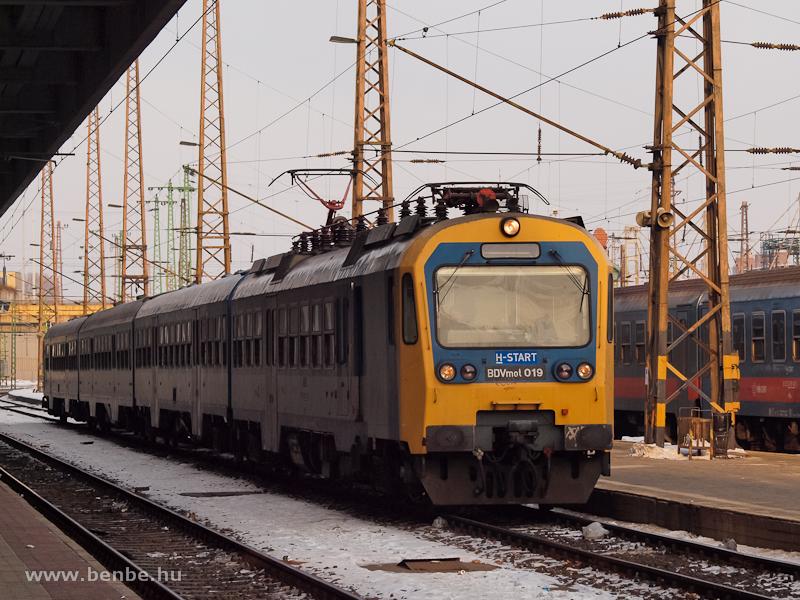 A BDVmot 019 érkezik a Nyugati pályaudvarra fotó