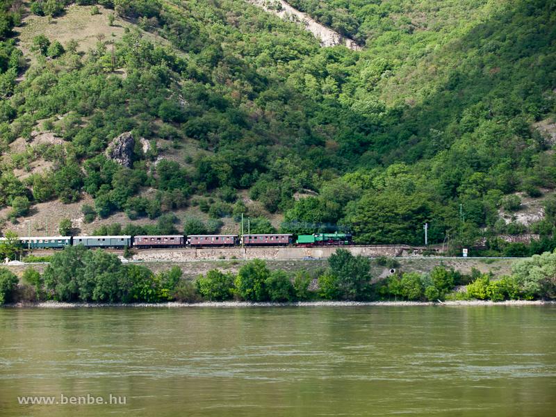 A 109,109-es gőzmozdony nosztalgiavonattal a Dunakanyarban fotó