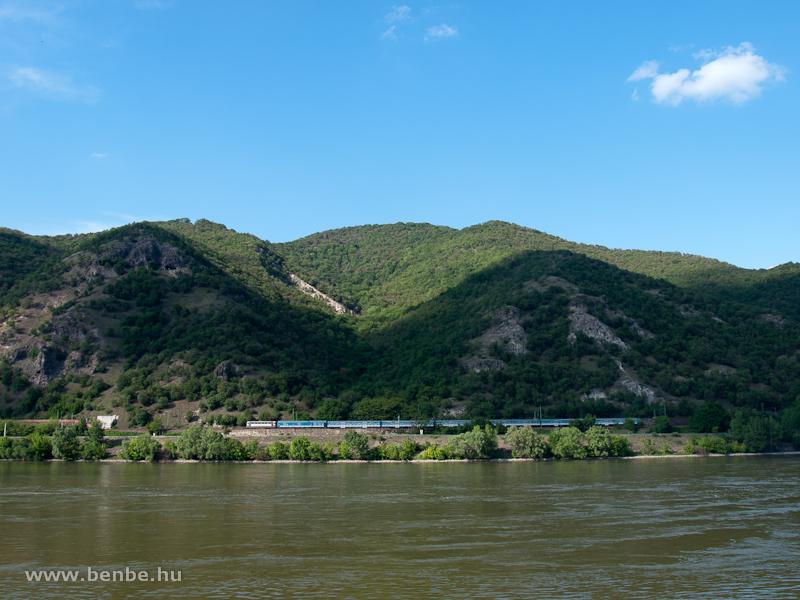 Személyvonat nagypaklival, Papagájjal és Bmx-kocsikkal a Dunakanyarban fotó