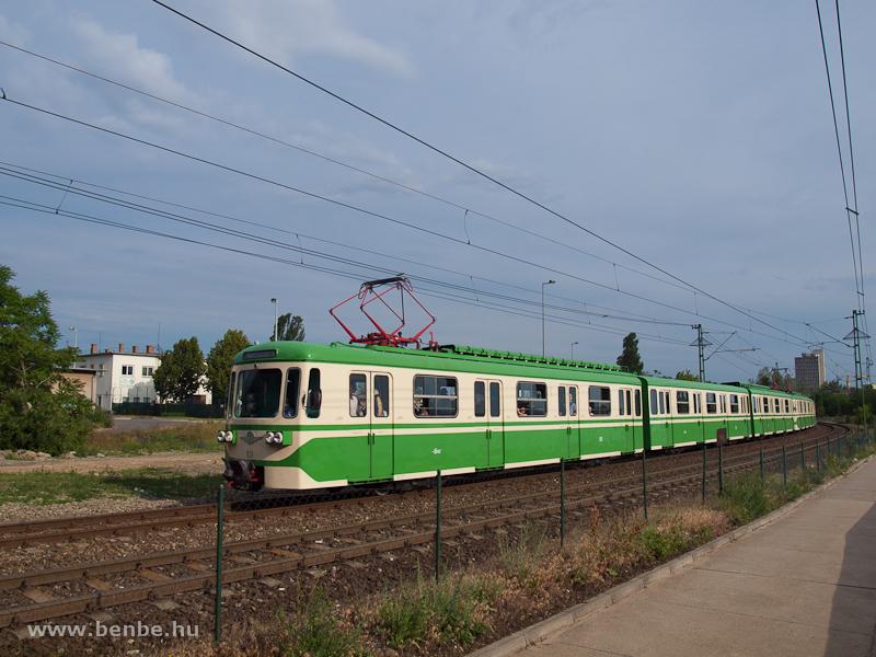 Az MIX/A 831-es  Csinos  a Rákóczi-hídnál fotó