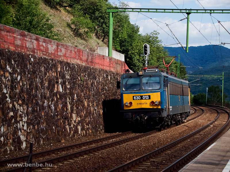 The 630 013 is seen at Dömösi átkelés photo