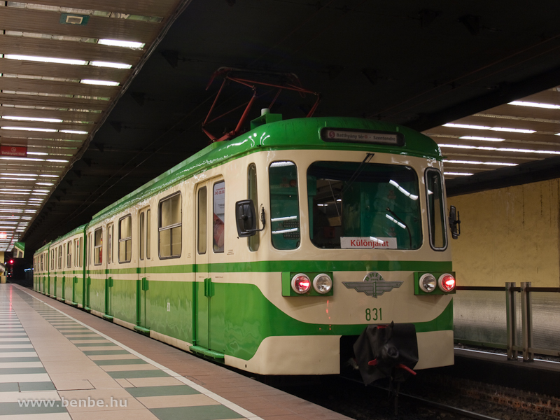 A BHÉV MIX/A retrószerelvénye, az élén a 831-es motorkocsival a szentendrei vonalon Batthyány tér állomáson fotó