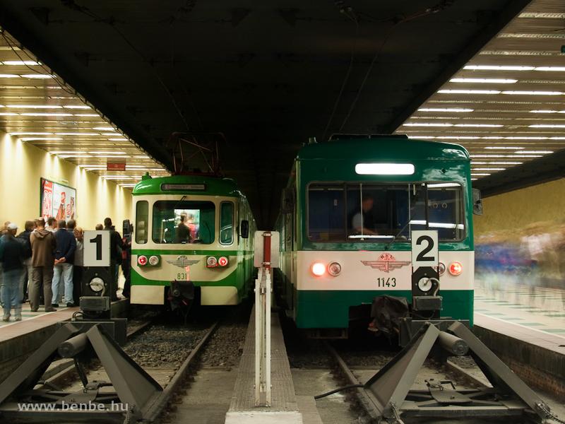 A BHÉV MIX/A retrószerelvénye, az élén a 831-es motorkocsival, valamint az 1143-as MX/A a szentendrei vonal Batthyány tér állomásán fotó