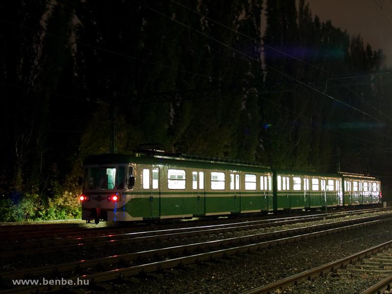 A 831-832-es, MIX/A nosztalgia HÉV-szerelvény a szentendrei éjszakai kalandtúrán Ó-Békás állomáson fotó