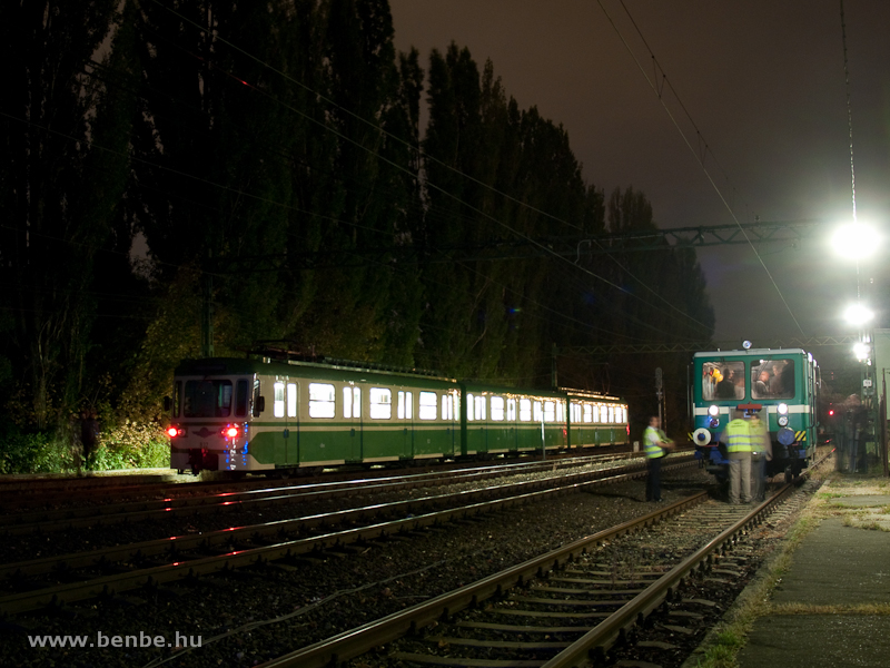 A 831-832-es, MIX/A nosztalgia HÉV-szerelvény a szentendrei éjszakai kalandtúrán Ó-Békás állomáson a TVG vágánygépkocsival fotó
