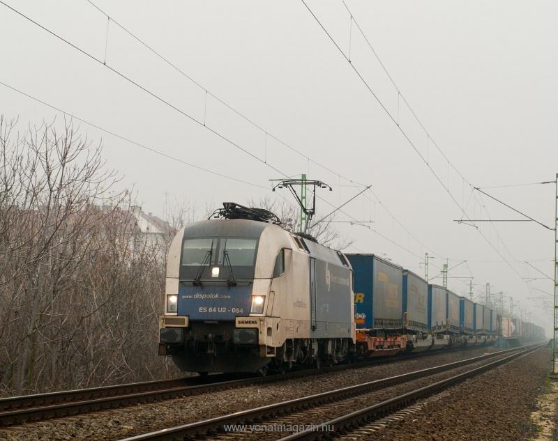 A Wiener Lokalbahnen AG Dispolok ES 64 U2 - 064 p�lyasz�m� Taurusa a Bart�k B�la �tn�l fot�